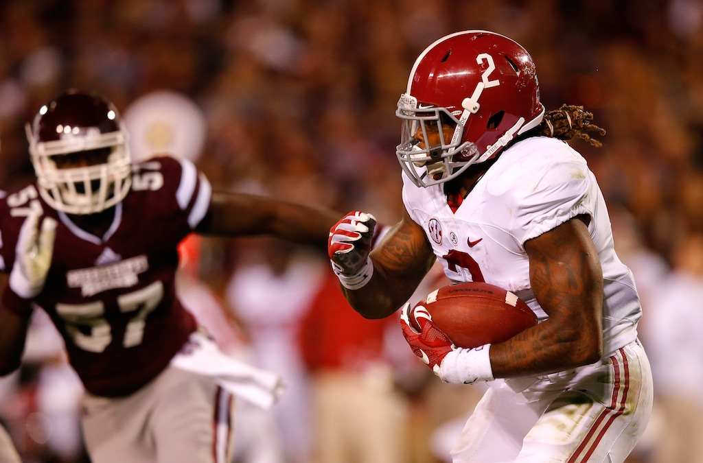 Derrick Henry runs against Mississippi State
