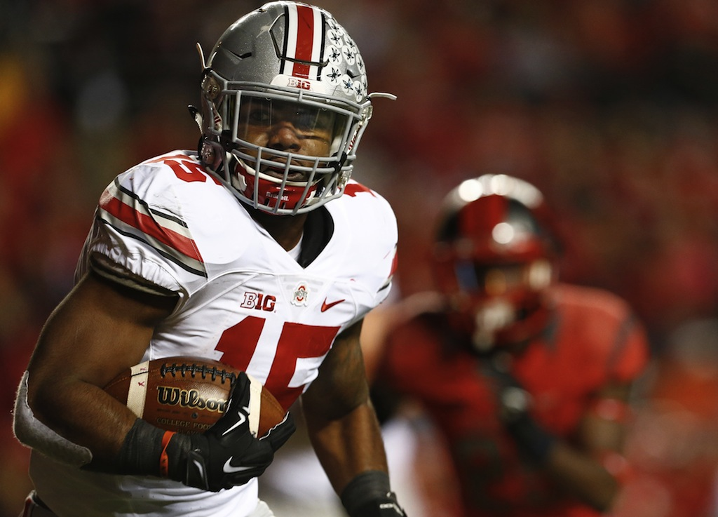 Ezekiel Elliott runs the ball against Rutgers