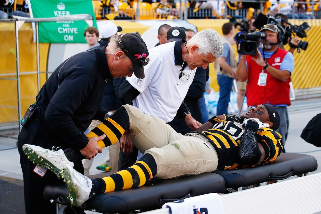 Le'Veon Bell is tended to by medical staff after injury