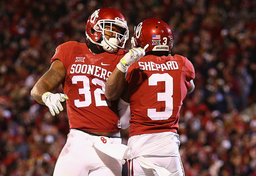 (L-R) Samaje Perine #32 and Sterling Shepard #3 of the Oklahoma Sooners