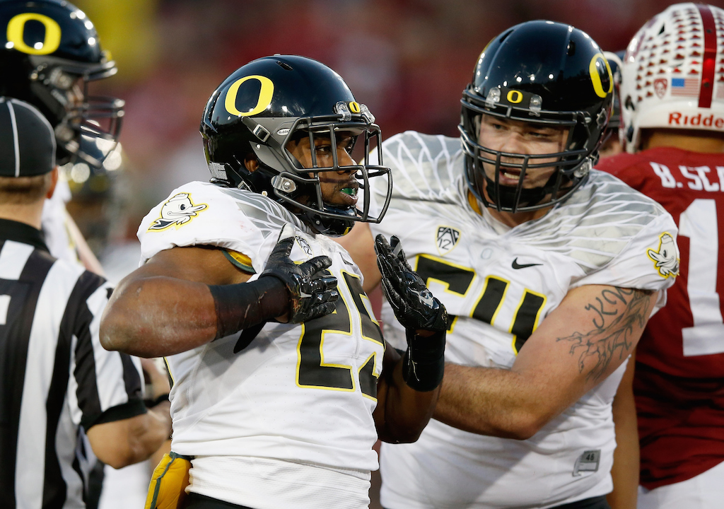 Oregon players celebrate a touchdown