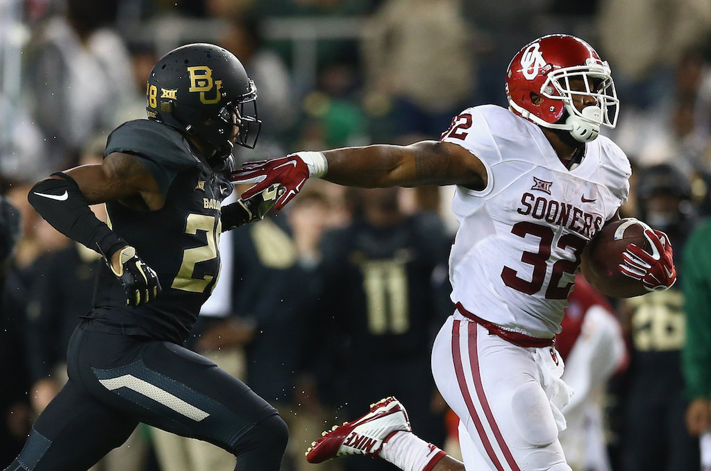 Samaje Perine #32 of the Oklahoma Sooners runs for a touchdown