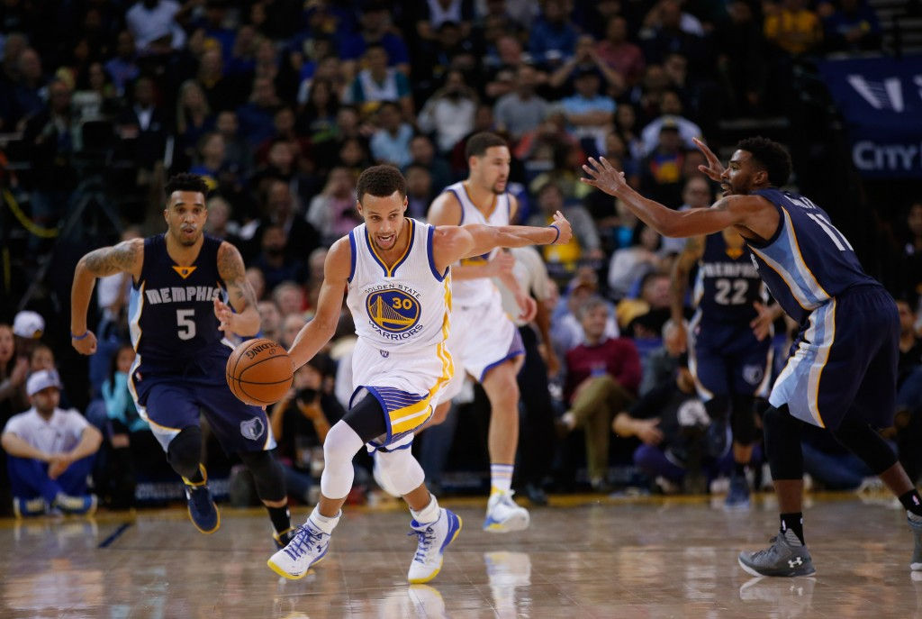 NBA: Is Stephen Curry Really a Better Scorer Than Jordan?