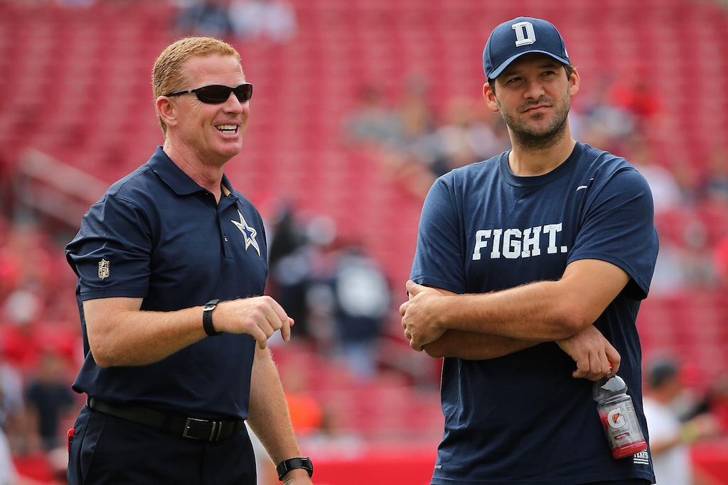 Dallas Cowboys coach Jason Garrett (L) chats with QB Tony Romo