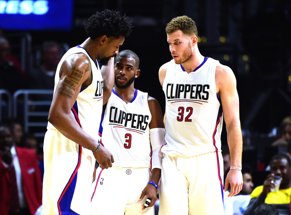 Clippers huddle up