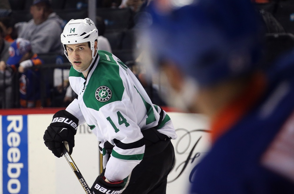 Jamie Benn looks at his opponents.