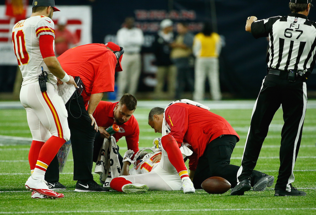 Jeremy Maclin is tended to by KC trainers