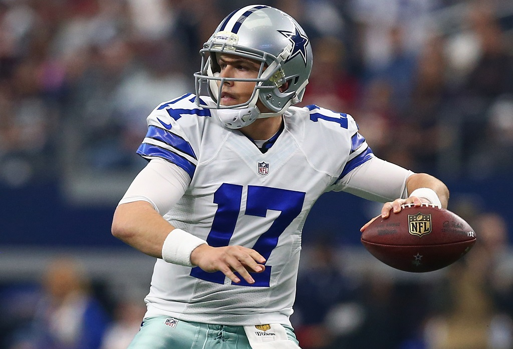 ARLINGTON, TX - JANUARY 03: Kellen Moore #17 of the Dallas Cowboys throws against the Washington Redskins during the first half at AT&T Stadium on January 3, 2016 in Arlington, Texas.