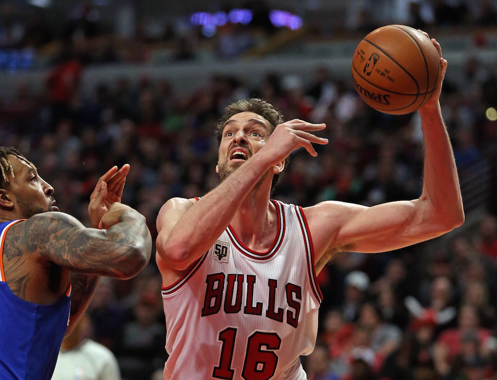 Pau Gasol #16 of the Chicago Bulls shoots (Photo by Jonathan Daniel/Getty Images)