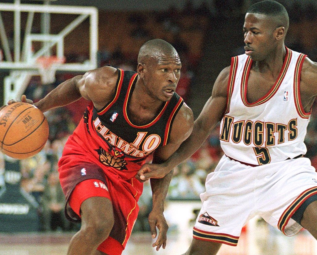 Mookie Blaylock breaks away from a Nuggets player.