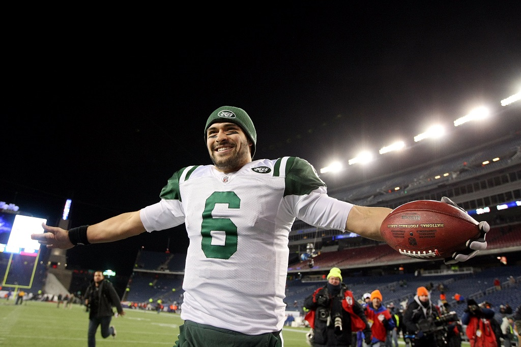 FOXBORO, MA - JANUARY 16: Mark Sanchez #6 of the New York Jets celebrates after the Jets defeated the Patriots 28 to 21 in their 2011 AFC divisional playoff game at Gillette Stadium on January 16, 2011 in Foxboro, Massachusetts.