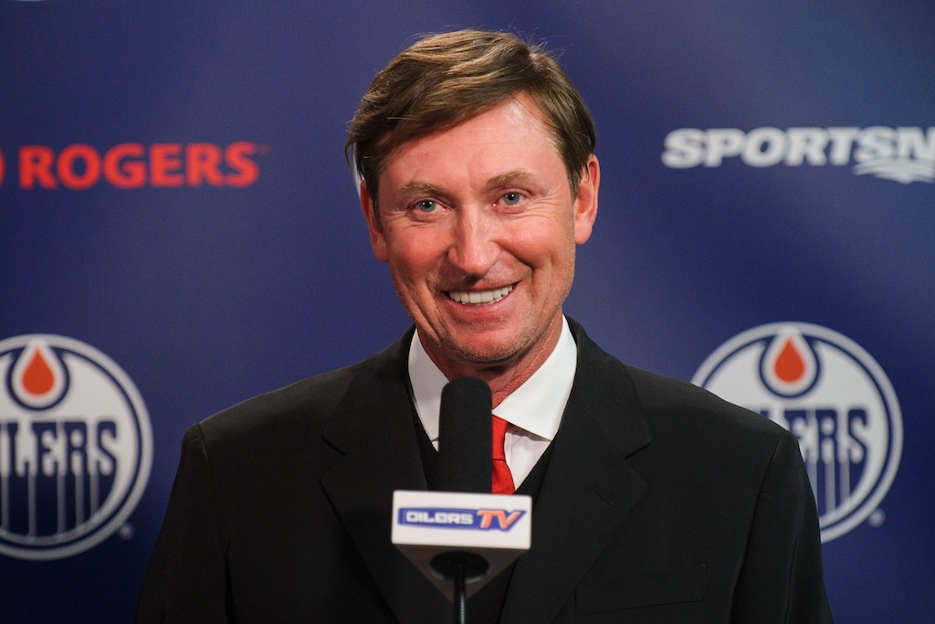Wayne Gretzky gives a press conference.