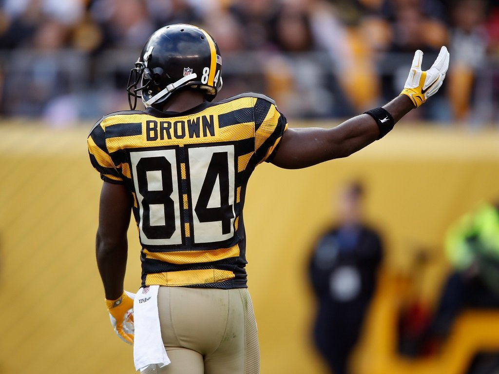 NFL  6 Ugly Uniforms Players Had to Wear Throughout History 066b5d0cb