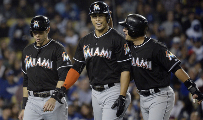 Giancarlo Stanton walks off the field with his teammates.