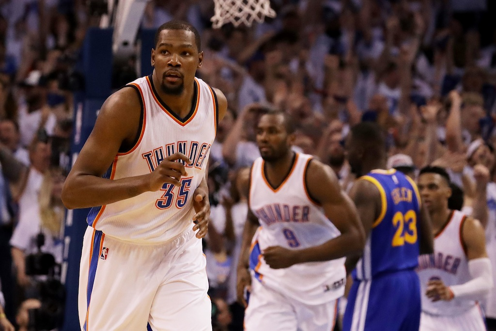 Kevin Durant reacts after a bucket in Game 3 of the 2016 WCF.