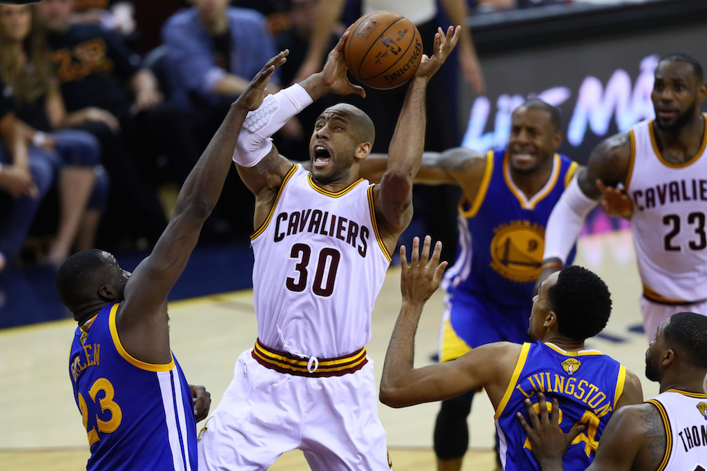 Dahntay Jones drives to the basket.