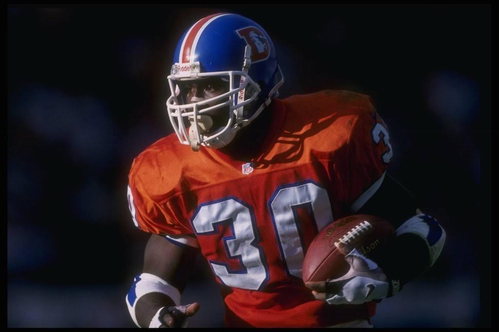 Terrell Davis runs the ball.
