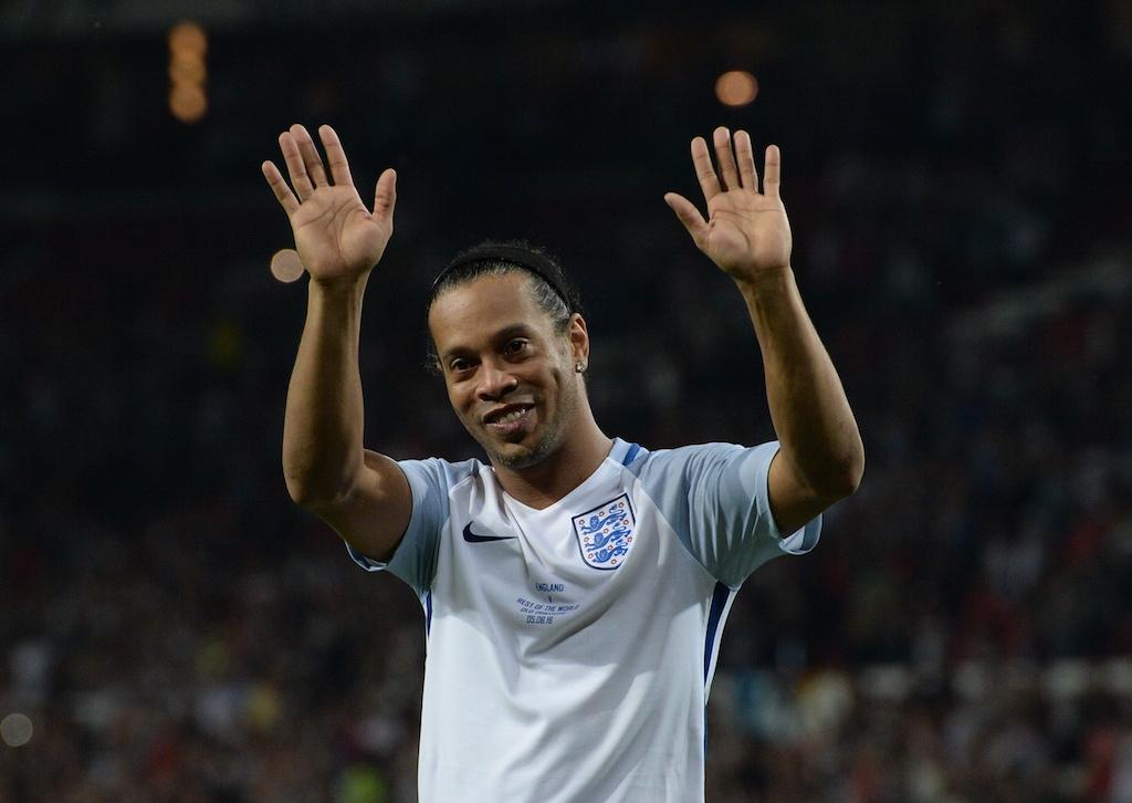Ronaldinho waves to the crowd.