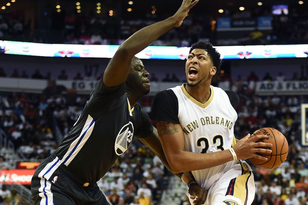 Anthony Davis drives to the bucket.