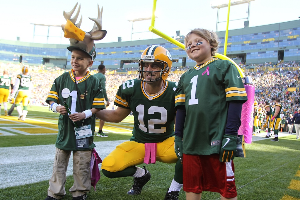 Aaron Rodgers poses with Green Bay fans | Mike McGinnis/Getty Images