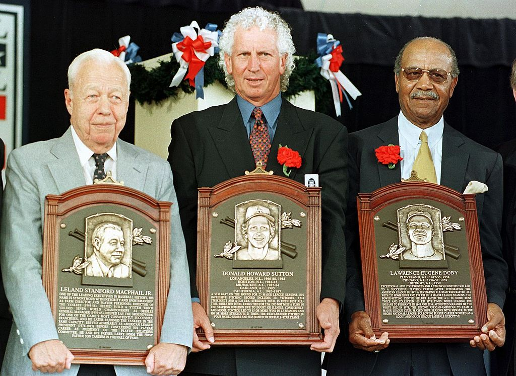 Don Sutton (C), the pitcher who won 324 games