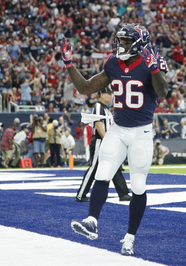 5 NFL Fantasy Running Backs With Favorable Fantasy Matchups in Week Two
