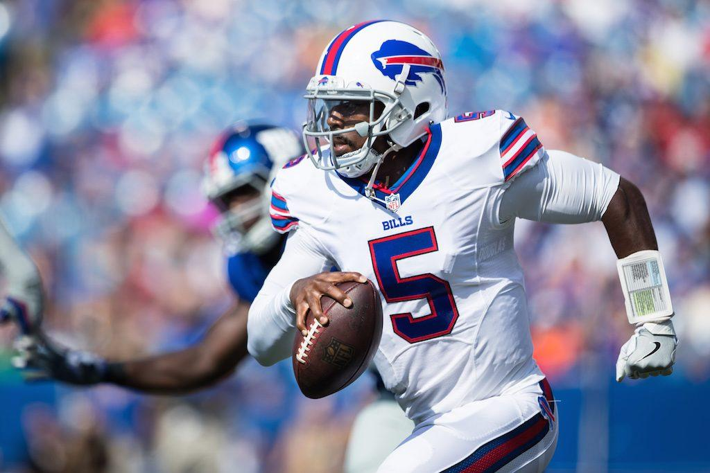Tyrod Taylor scrambles during a game in 2016.