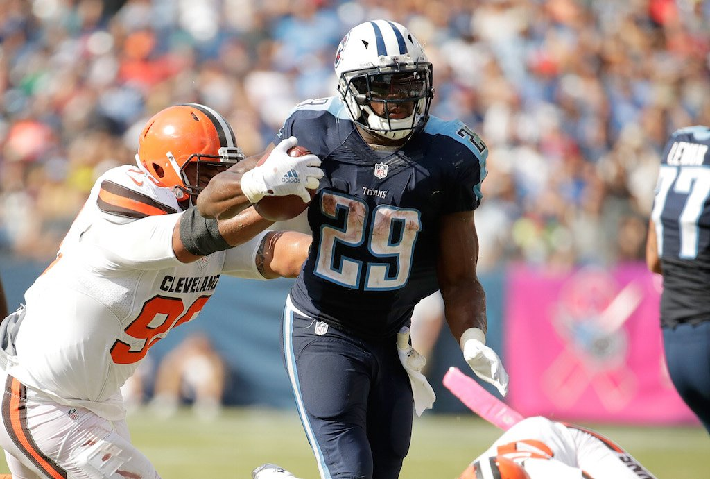 DeMarco Murray runs with the ball against the Browns.