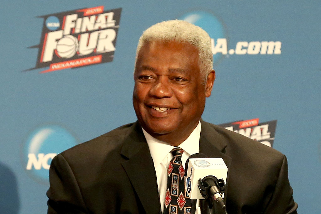 Oscar Robertson addresses the media as Frank Kaminsky of the Wisconsin Badgers wins