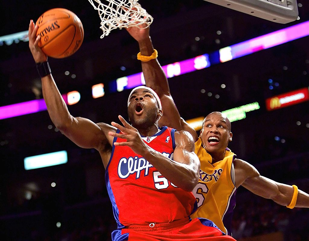 Corey Maggette #50 of the Los Angeles Clippers goes under the basket past Maurice Evans #6 of the Los Angeles Lakers during the game on November 21, 2006 at Staples Center in Los Angeles, California. (Photo by Lisa Blumenfeld/Getty Images)