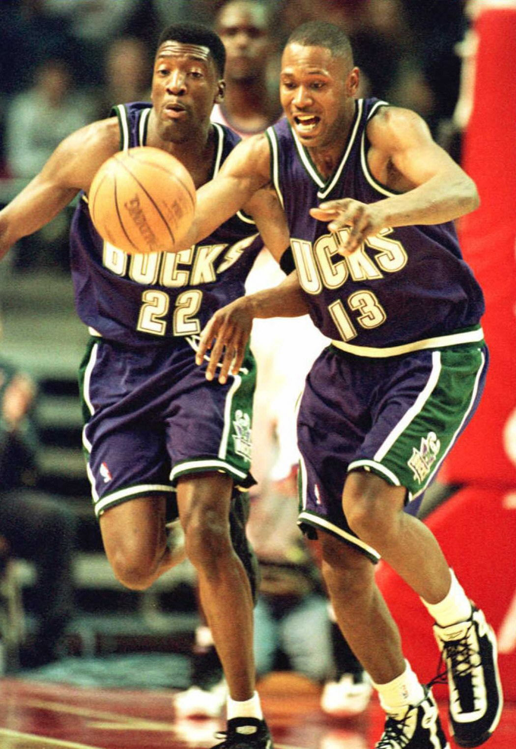 Milwaukee Bucks Glenn Robinson (R) goes after the loose ball with teammate Johnny Newman (L)