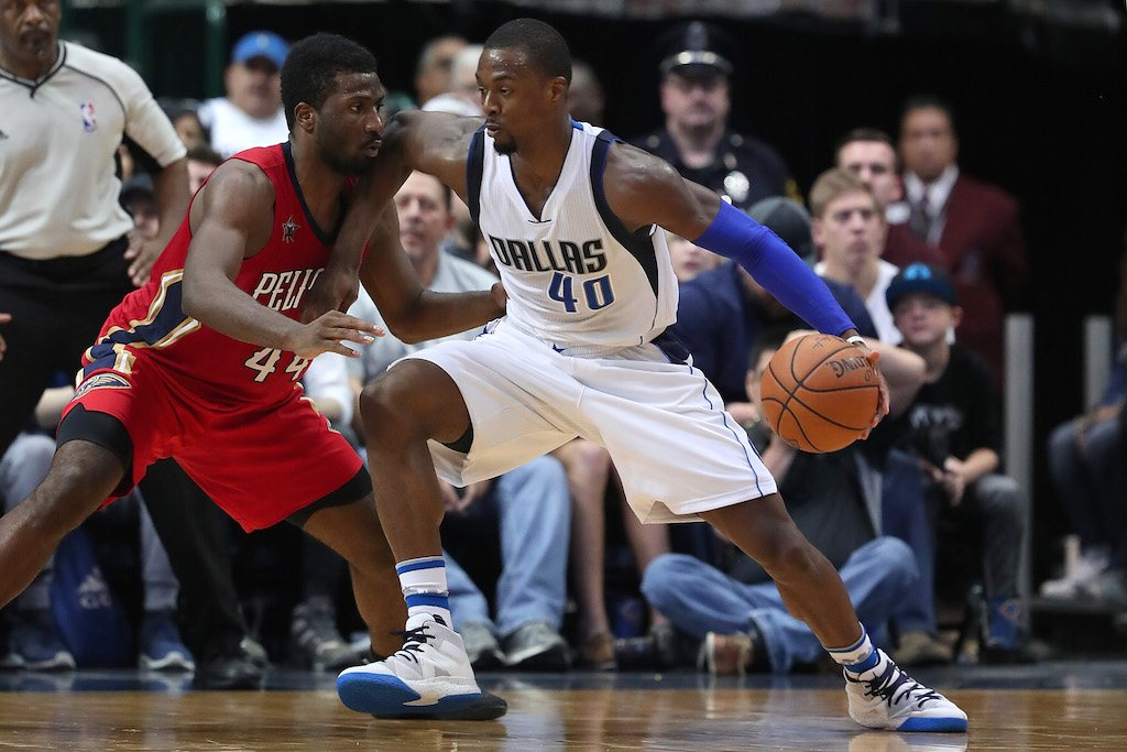 Harrison Barnes pushes past his defender.