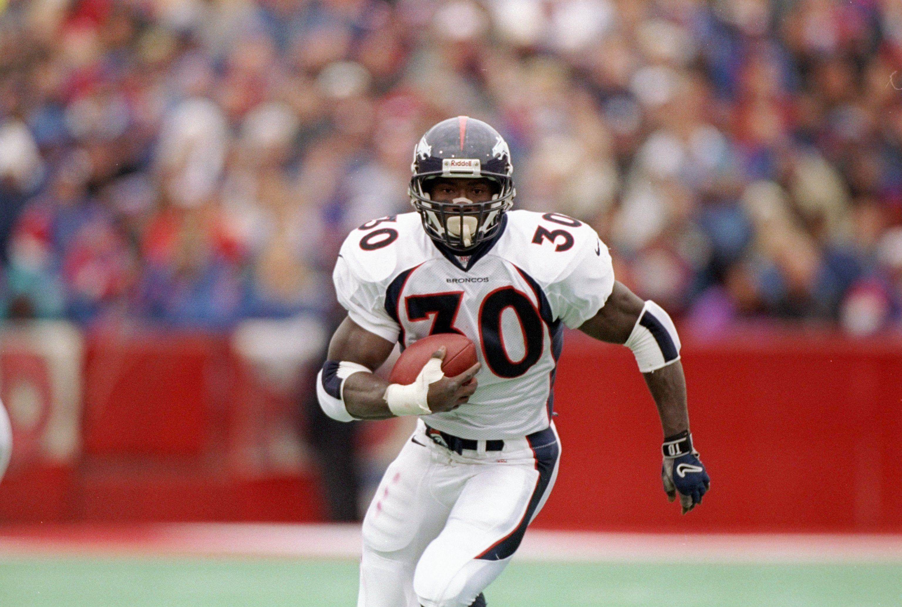 Terrell Davis sprints toward the goal line.