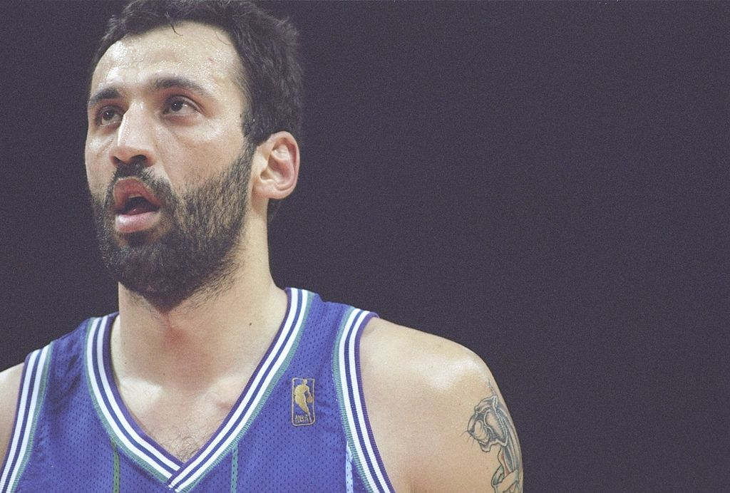 Vlade Divac of the Charlotte Hornets prepares to shoot a free throw.