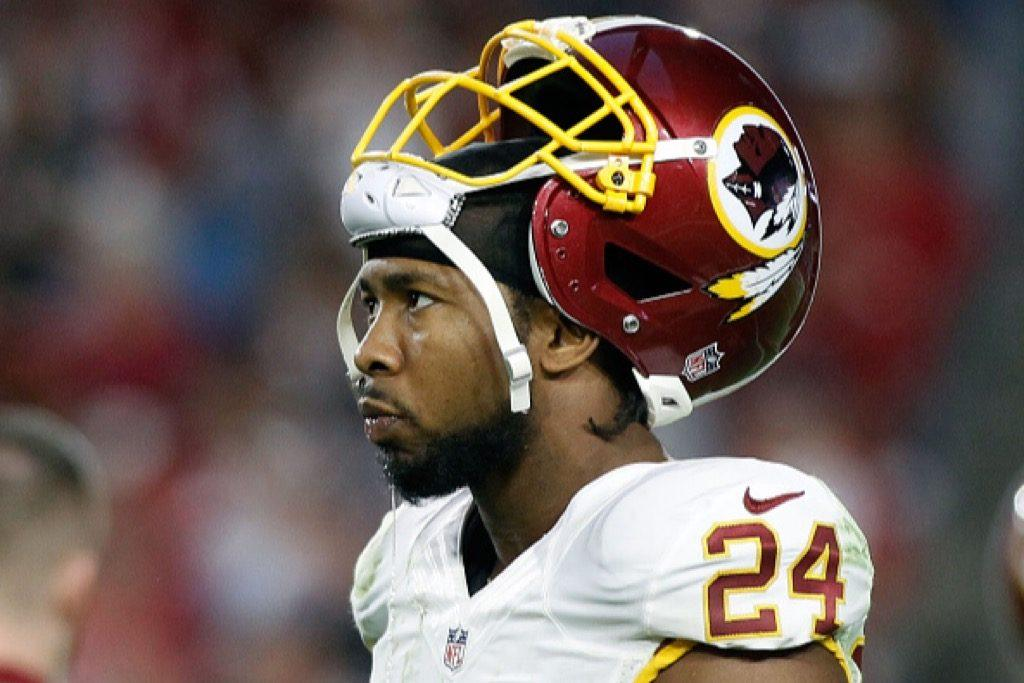 Josh Norman of the Washington Redskins looks on after a turnover late in the fourth quarter of a game against the Arizona Cardinals | Ralph Freso/Getty Images