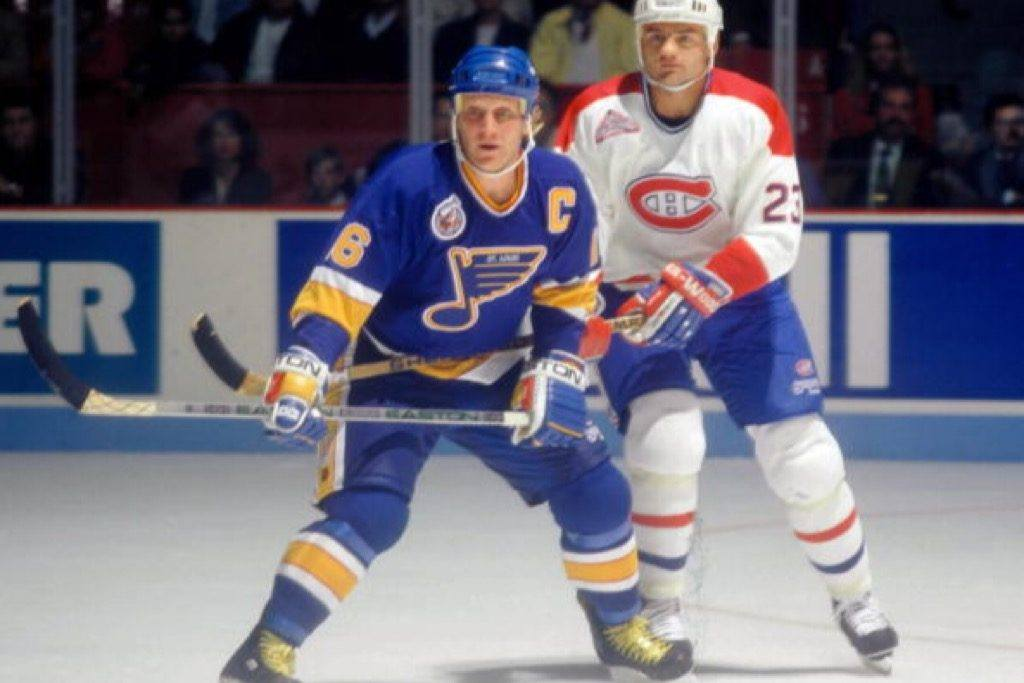 Brett Hull of the St. Louis Blues skates against Brian Bellows of the Montreal Canadiens in the '90s at the Montreal Forum | Denis Brodeur/NHLI via Getty Images