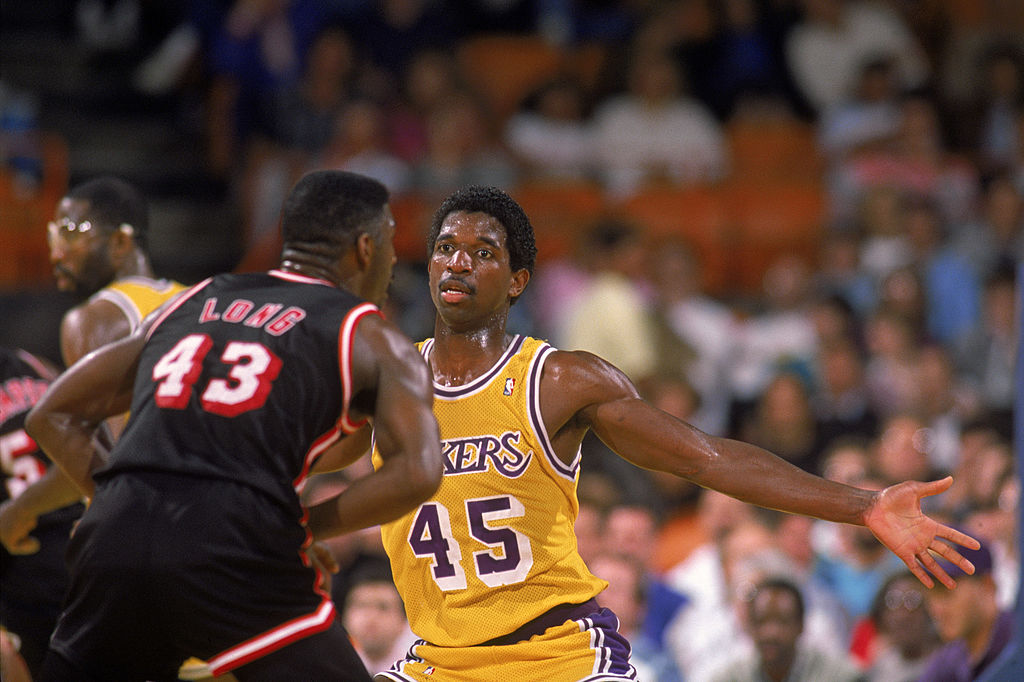 A.C. Green of the Los Angeles Lakers guards Grant Long of the Miami Heat | Mike Powell/Getty Images