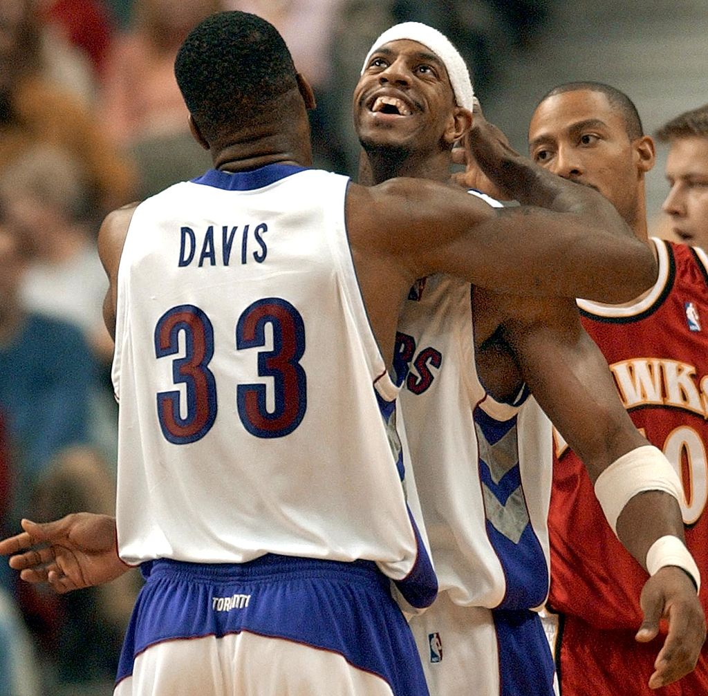Toronto Raptors' forward Antonio Davis embraces teammate Jerome Williams after a basket | J.P. MOCZULSKI/AFP/Getty Images