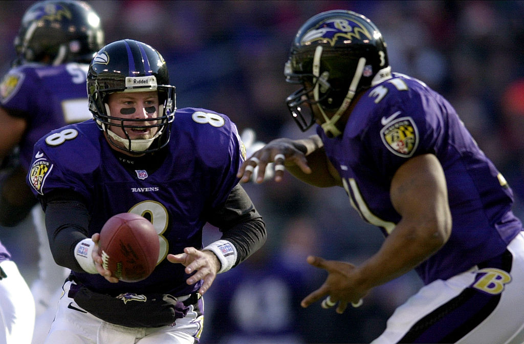 Trent Dilfer of the Baltimore Ravens hands off to Jamal Lewis as the Ravens defeated the Jets 34-20