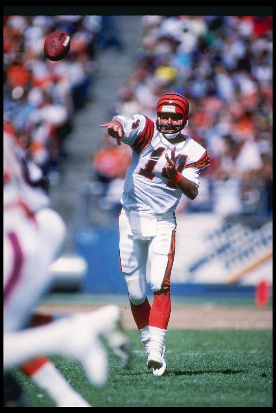 Cincinnati Bengals quarterback Ken Anderson throws a pass.