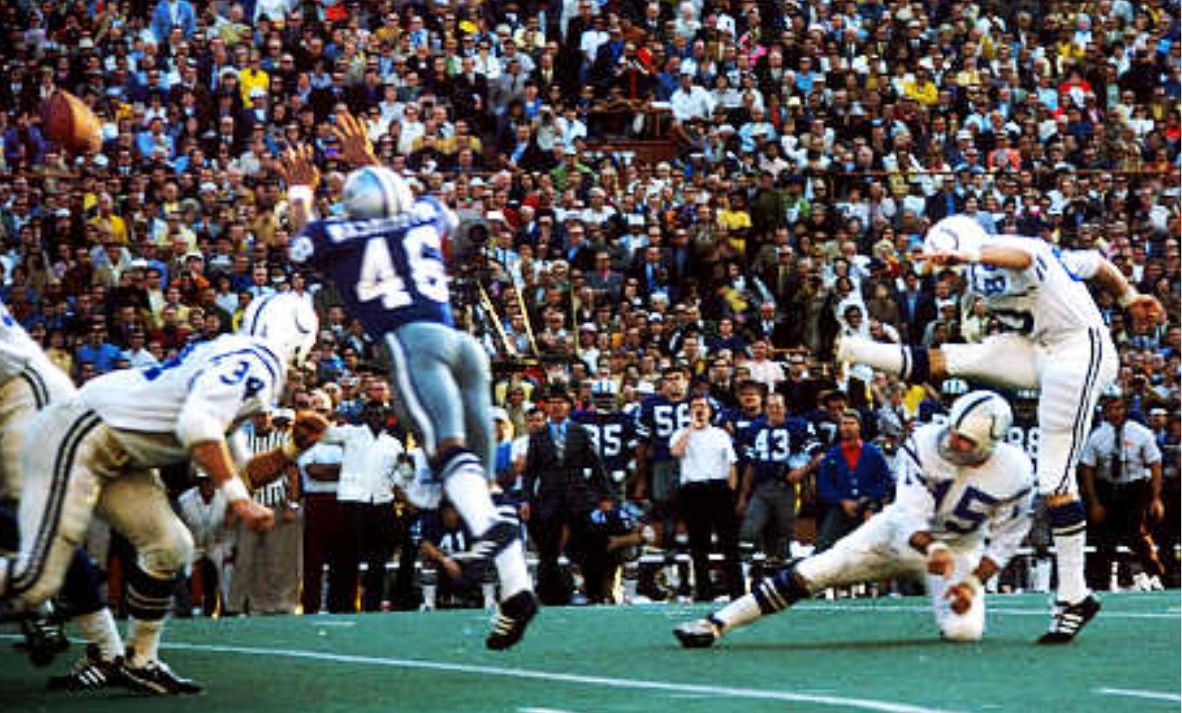The Baltimore Colts battle in Super Bowl V | Source: The Baltimore Gridiron Report The Baltimore Colts battle the Dallas Cowboys in Super Bowl V.