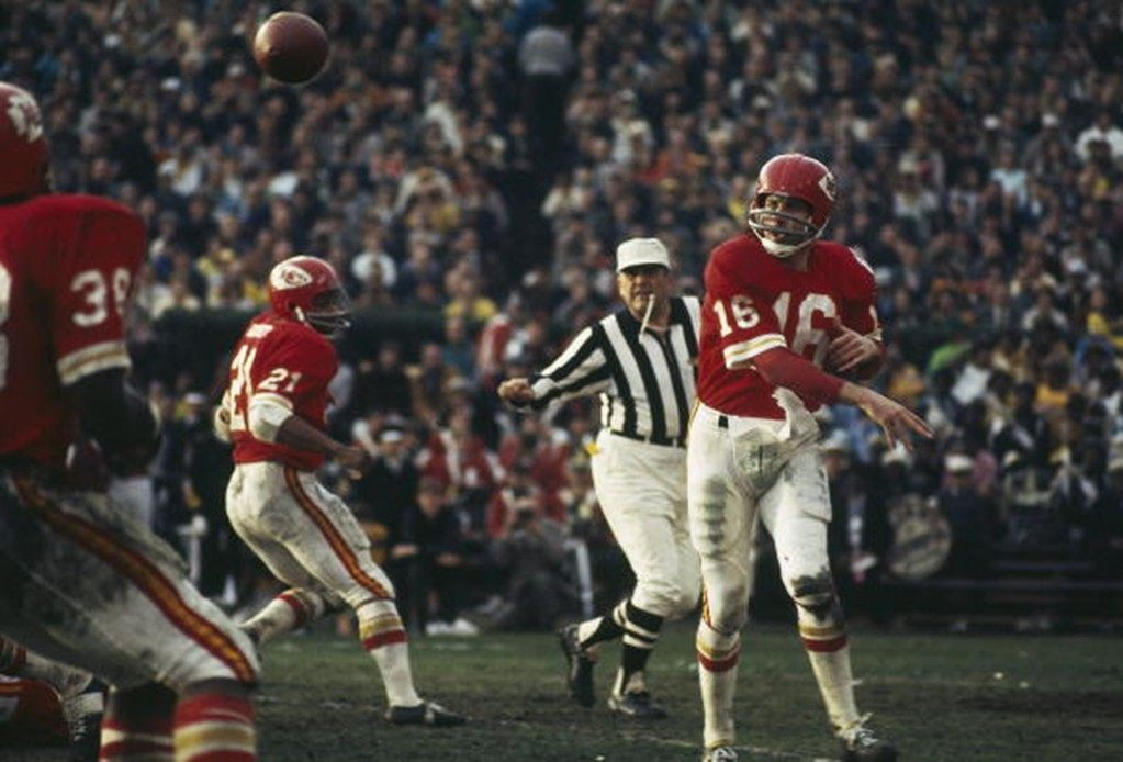 Lenny Dawson of the Kansas City Chiefs passes to a teammate during Super Bowl IV against the Minnesota Vikings.