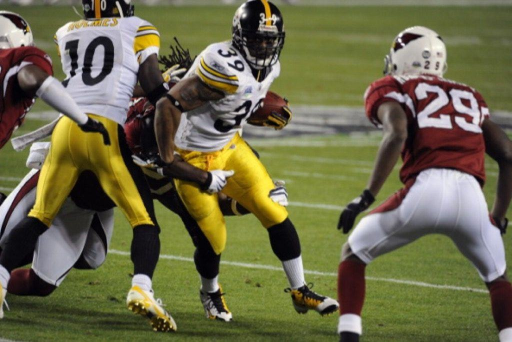 Willie Parker of the Pittsburgh Steelers carries the ball against the Arizona Cardinals.