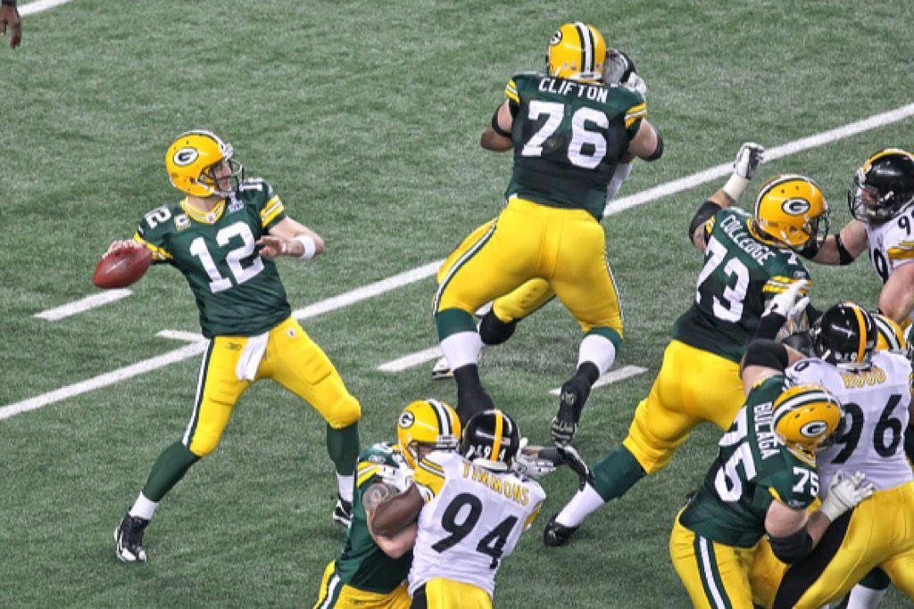 Green Bay Packers quarterback Aaron Rodgers (L) looks for a target during the Green Bay Packers' victory in Super Bowl XLV.