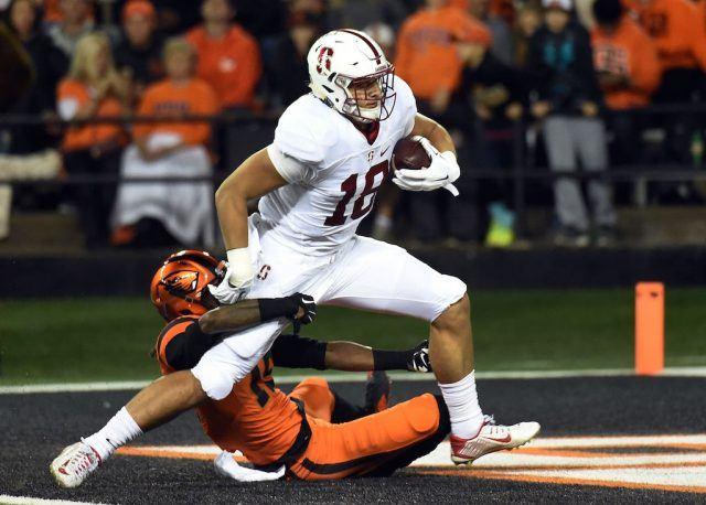 Stanford TE Austin Hooper breaks free from a defender.