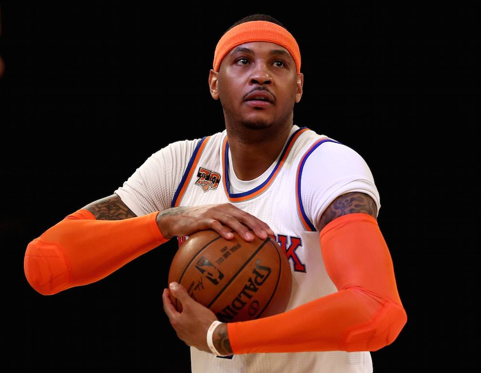 Carmelo Anthony holds the ball and looks at the basket.