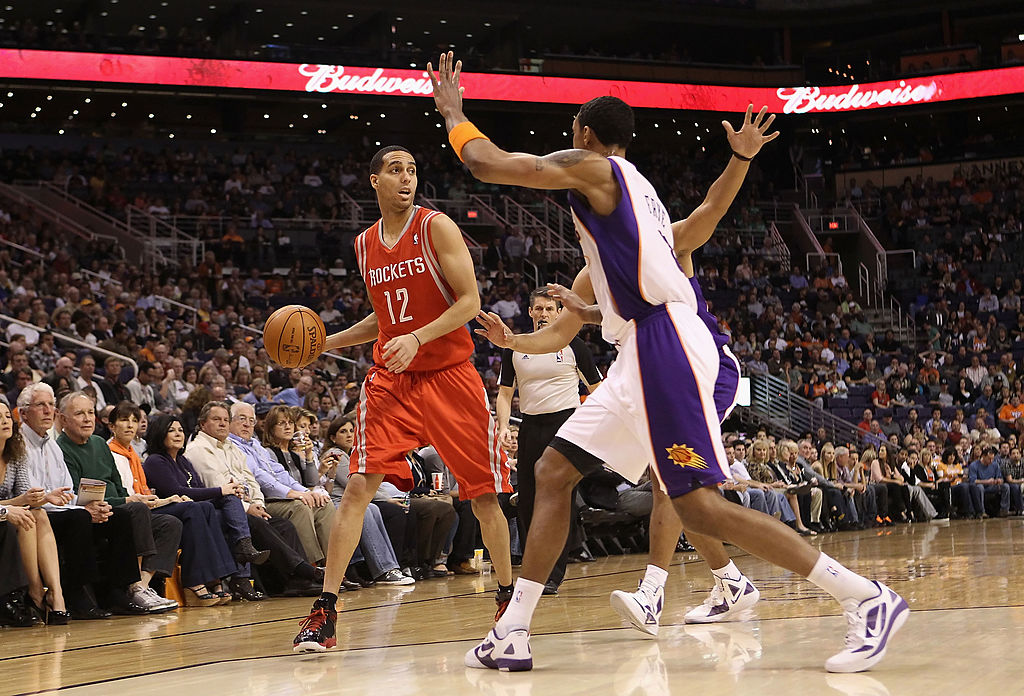 Kevin Martin of the Houston Rockets looks to pass against the Phoenix Suns.