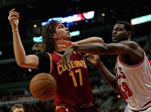 Nazr Mohammed of the Chicago Bulls knocks the ball away from Anderson Varejao of the Cleveland Cavaliers.