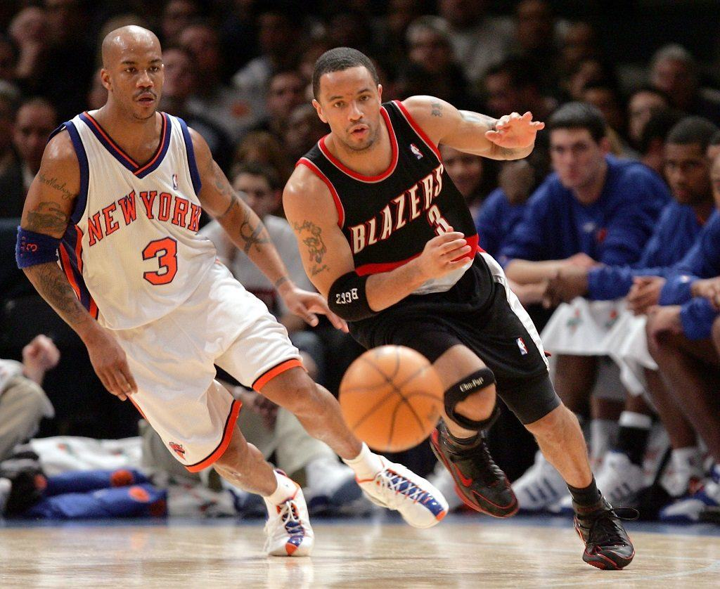 Damon Stoudamire dribbles down the court.