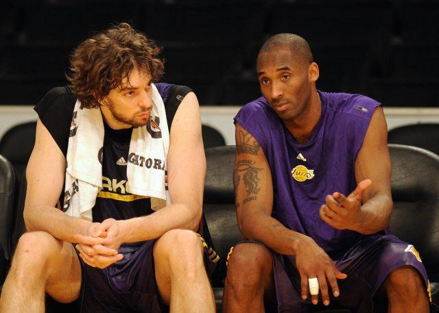 Pau Gasol and Kobe Bryant chat on the bench.